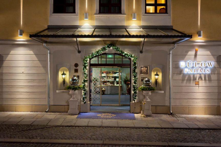 Buelow Palais Hoteleingang - Foto Sebastian Thiel-2
