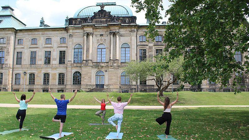 Yoga im Park (c) PR Palais Sommer