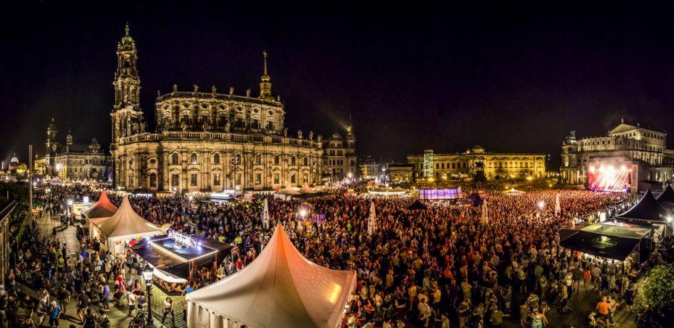 Stadtfest Dresden zwischen Semperoper und Hofkirche (c) Michael Schmidt / CANALETTO – Das Dresdner Stadtfest