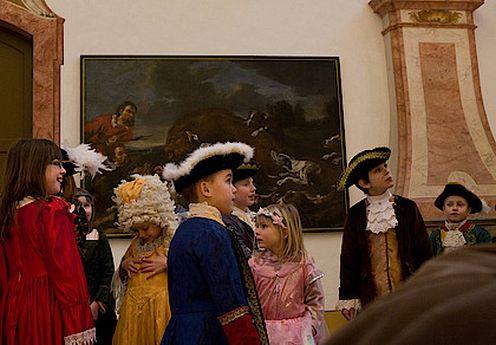 in historischen Kostümen (c) schloesserland-sachsen.de