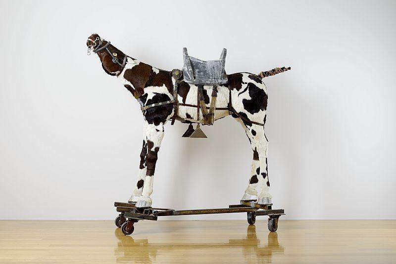 Klaus-Michael Stephan, Pferd »Война или мир« (Krieg oder Frieden), 2002 im Besitz des Künstlers, Foto: Städtische Galerie Dresden, Philipp W. L. Günther